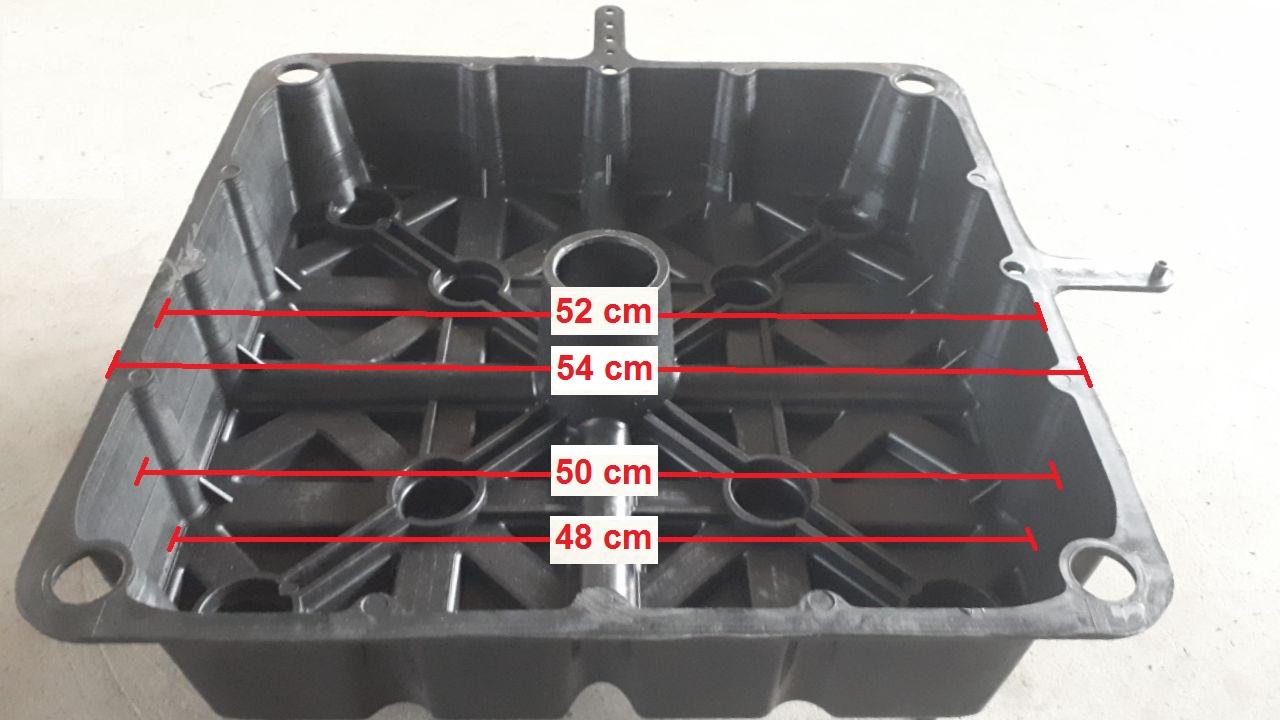 ابعاد قالب یوبوت استاندارد میبایستی بدون احتساب لبه های تقویتی ۵۲×۵۲ سانتیمتر باشد(با احتساب لبه تقویتی این سایز ۵۴×۵۴ سانتیمتر میباشد) استفاده از سایر ابعاد موجب بالا رفتن هزینه و ساخت سازه ای غیر اقتصادی علارغم تایید مهندسان خواهد گردید